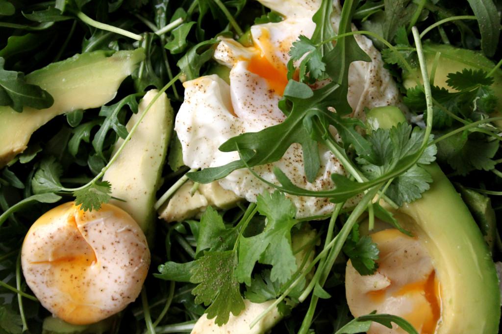 sałatka z avocado i jajkiem