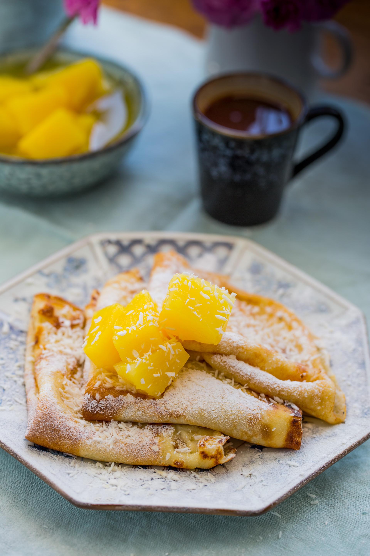 naleśniki z anananesem i sosem pomarańczowym